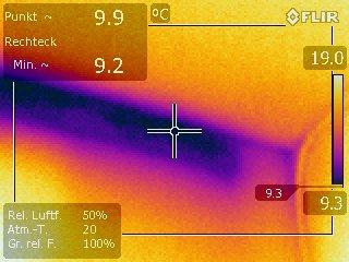 Wärmebrücke über dem Wohnzimmerfenster